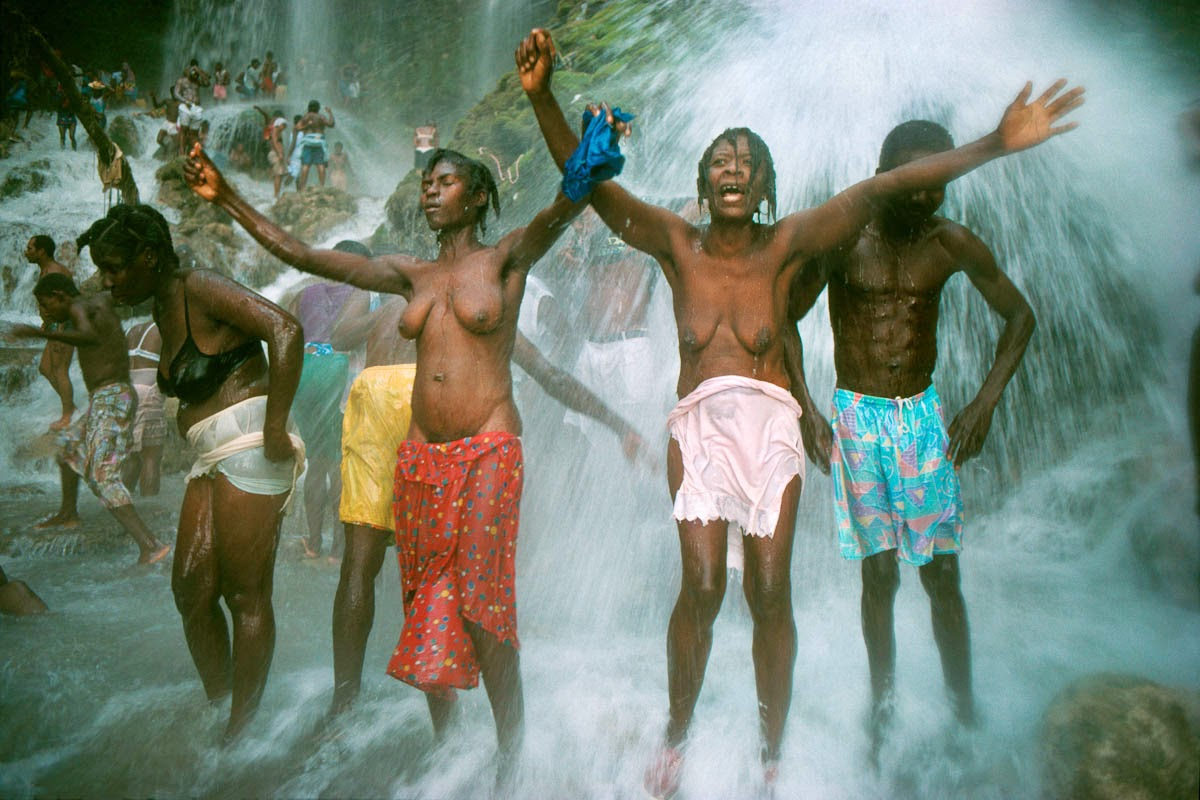 4 Photos The Miraculous Waterfall In Haiti Where People -9376